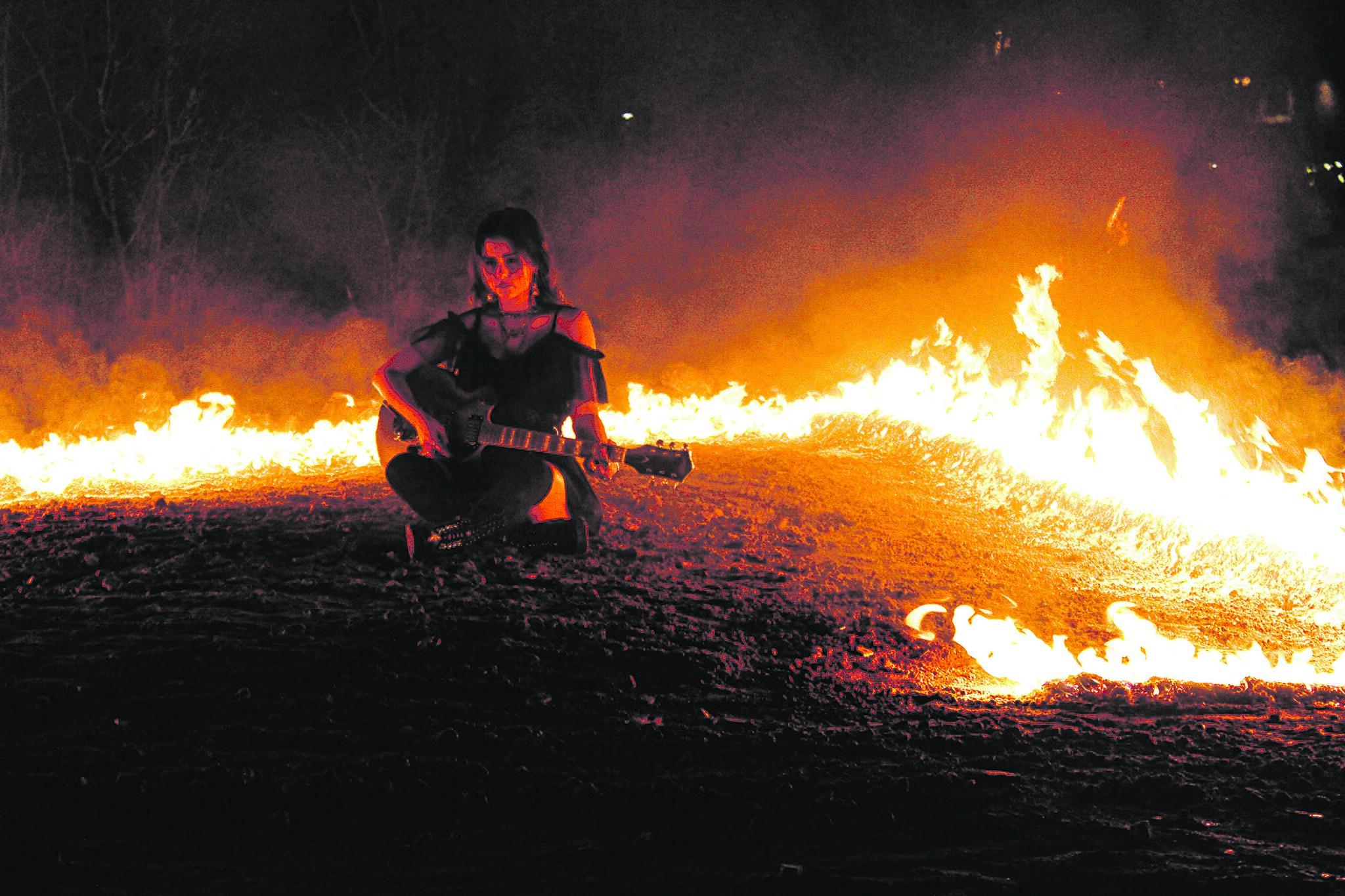 Umwerfende Rumänische Freundin Ist Feuer Und Flamme
