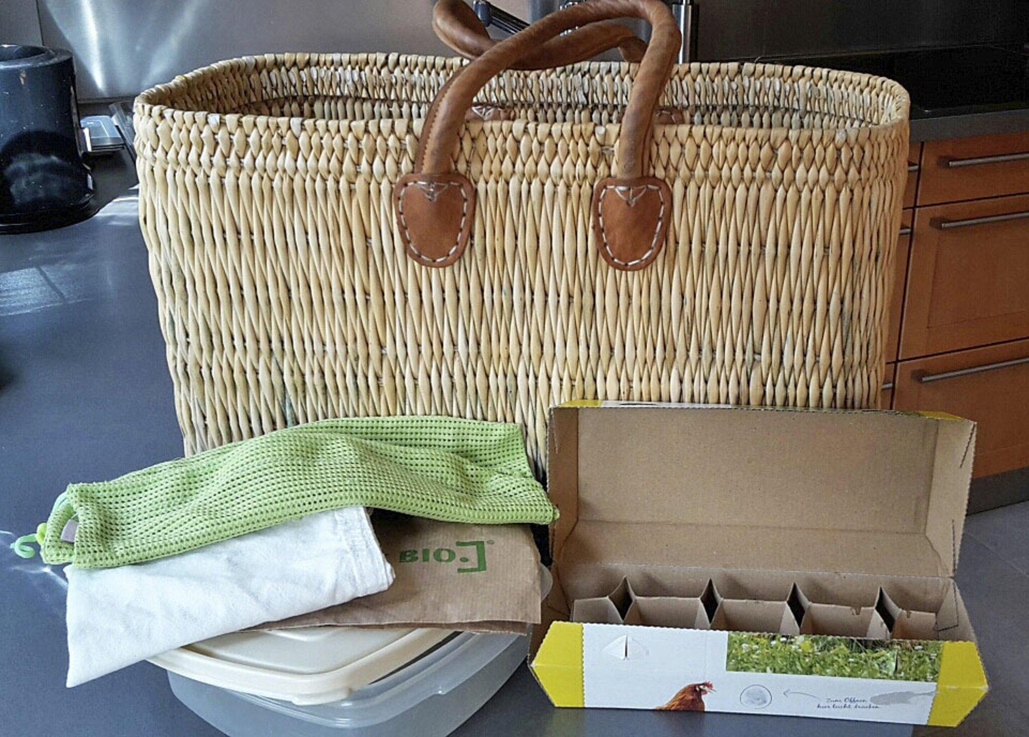 Nachhaltigkeitsserie im WOCHENBLATT                                                                  Mit Einkaufszettel, Tasche und Dosen nachhaltig shoppen