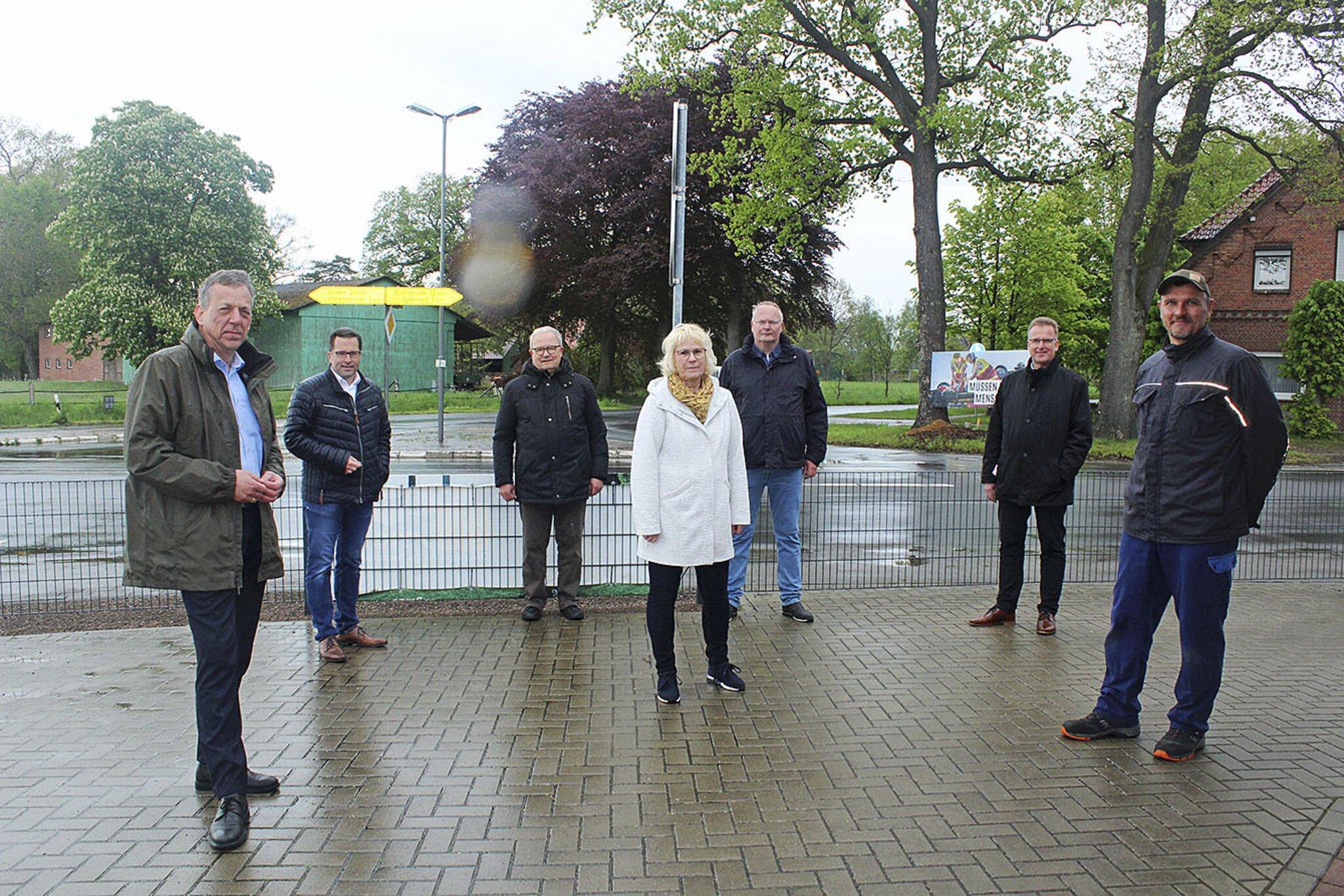 Beim Vor-Ort-Termin in Revenahe sagten zwei  CDU-Landtagsabgeordnete ihre Unterstützung zu                                                                  Revenaher Bürger kämpfen für den Kreisel