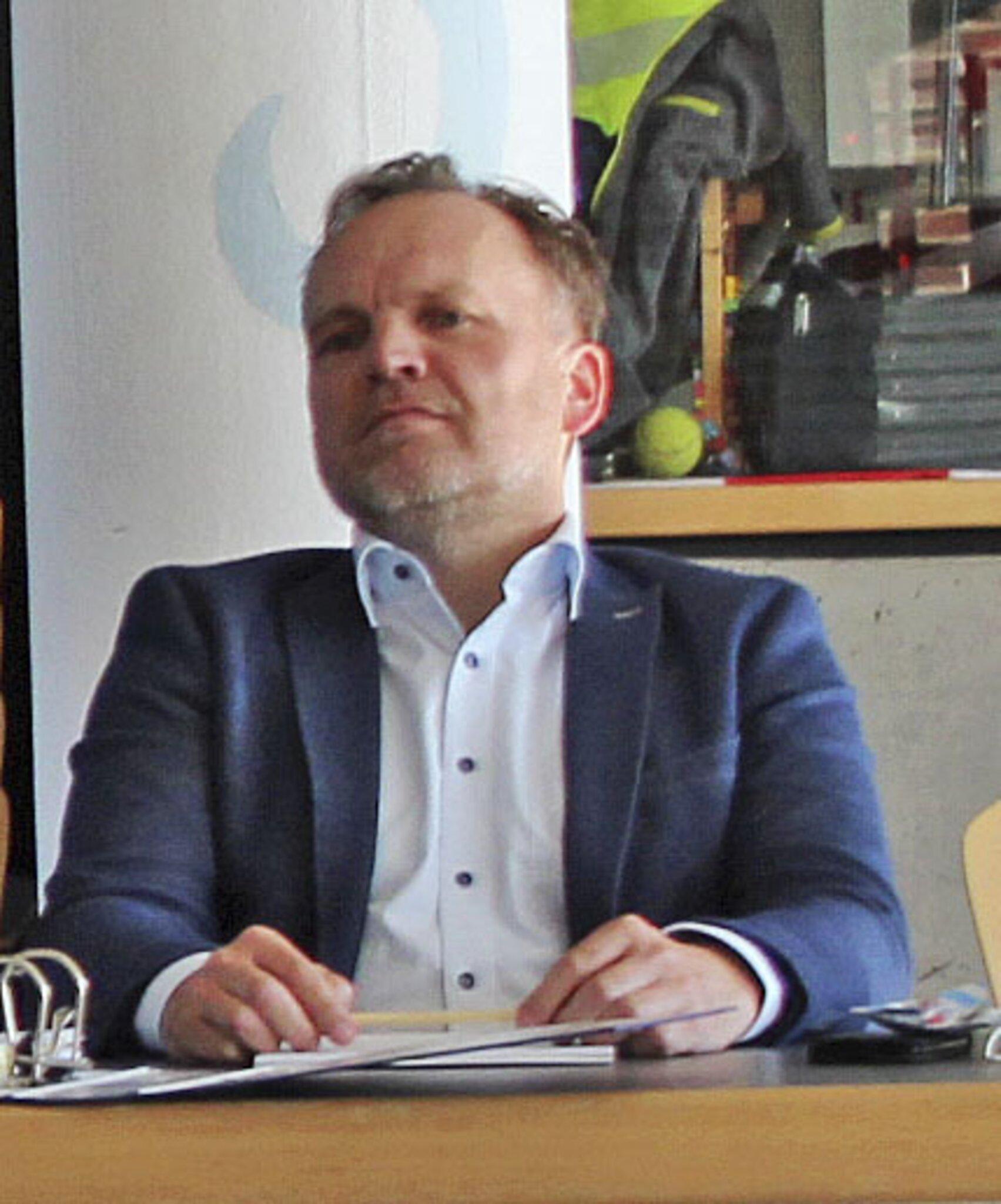 Stefan Reigber (UWA) erhebt schwere Vorwürfe                                                                  Zoff im Apenser Samtgemeinderat