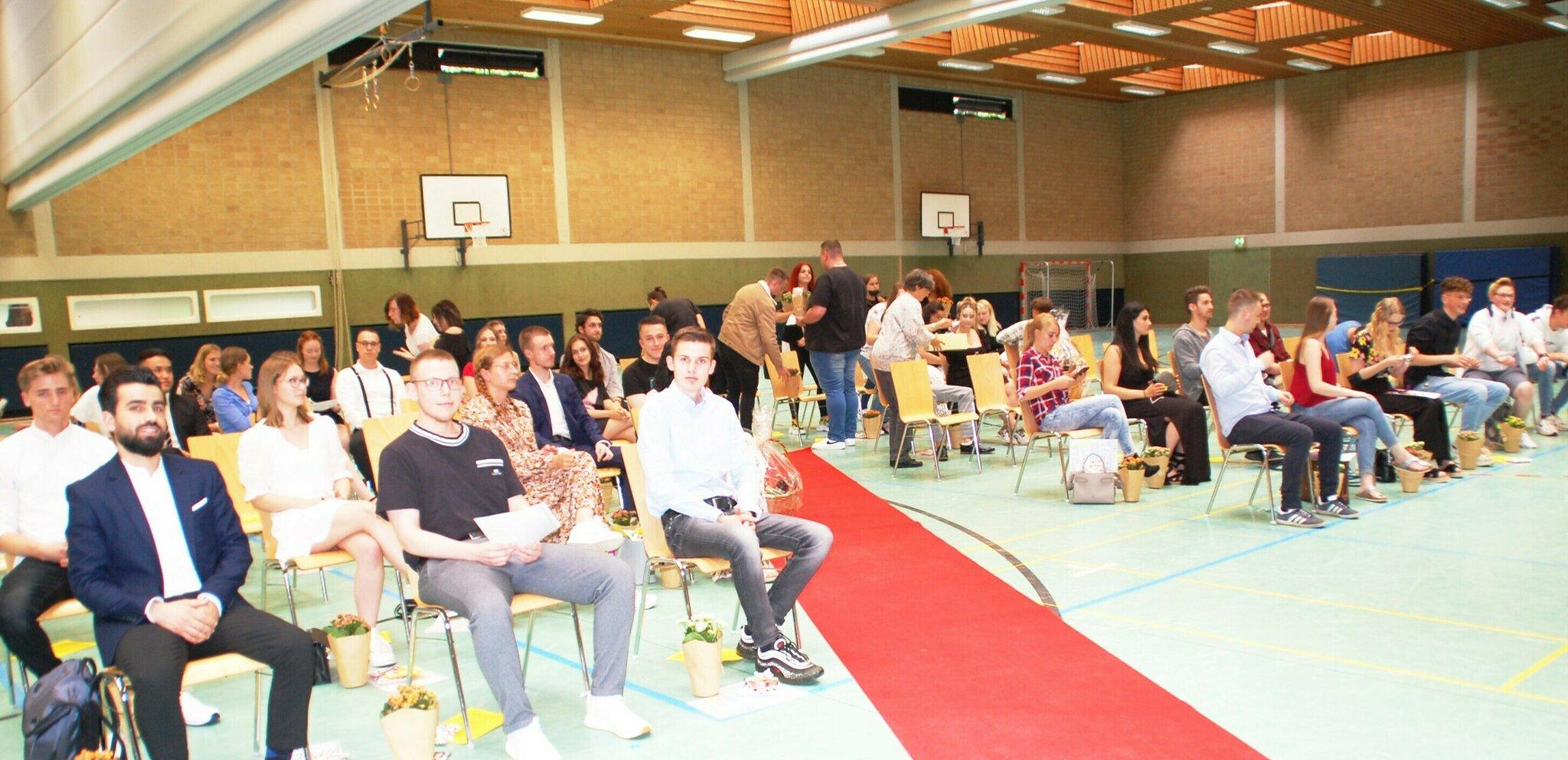 BBS Buxtehude: Feierliche Verabschiedung der Auszubildenden im Einzelhandel                                                                  Schule ist nicht nur Bildung