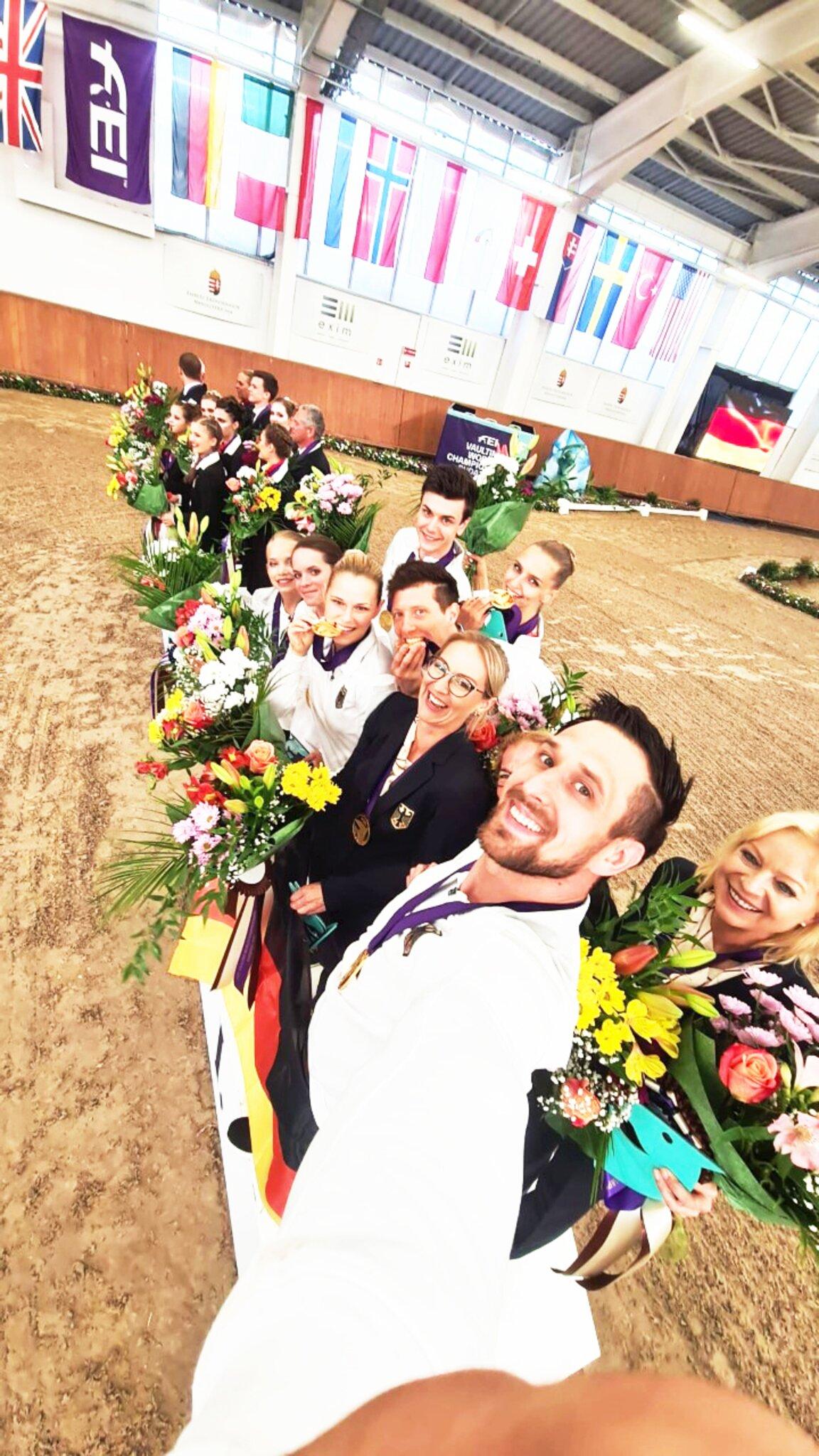 Weltmeister mit deutscher Mannschaft und als Einzelgruppe                                                                  Zwei Mal Gold für Fredenbecks Voltigierer