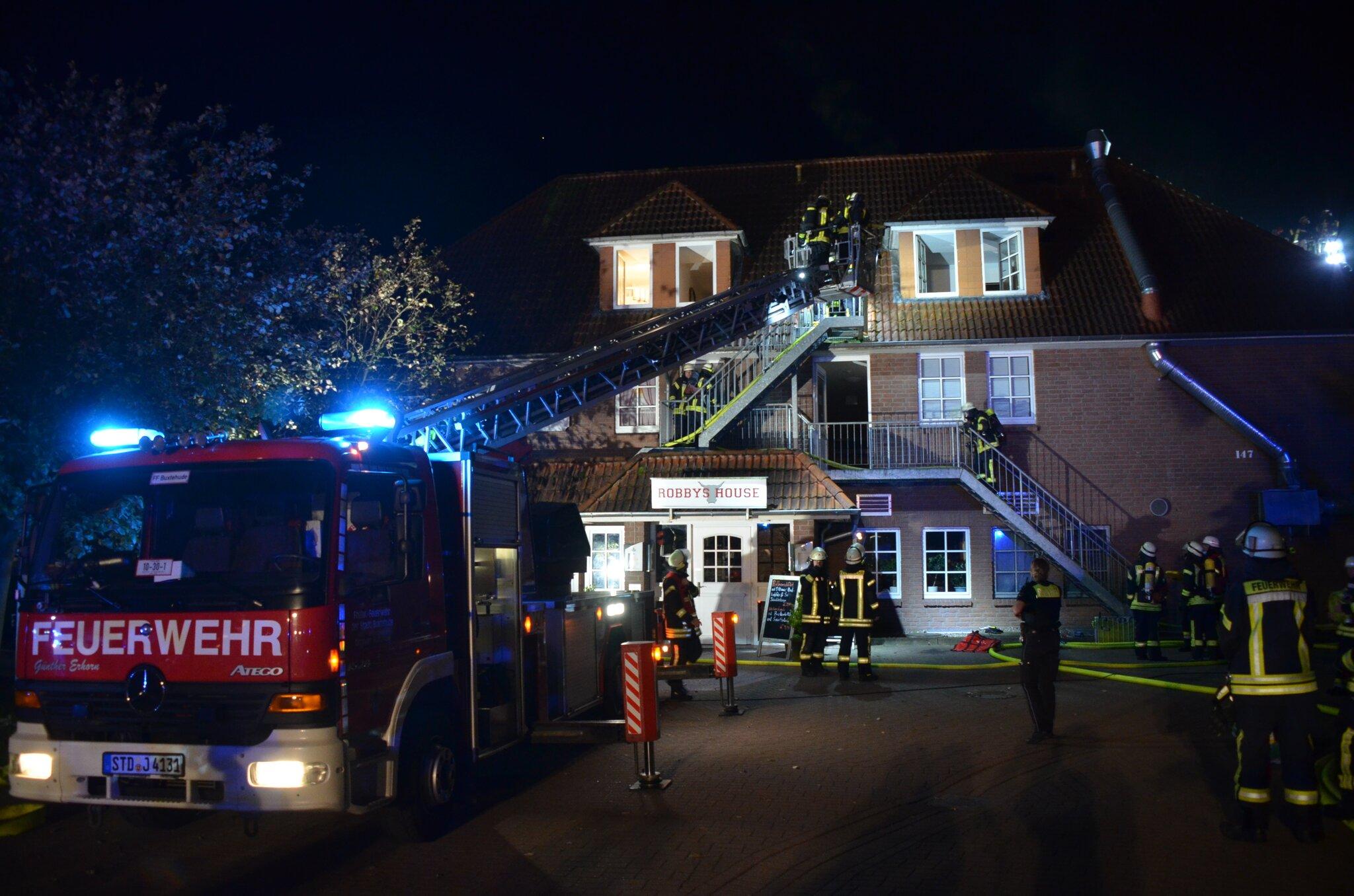 Brand in einem Mehrfamilienhaus                                                                  Ein Toter bei Feuer in Neukloster